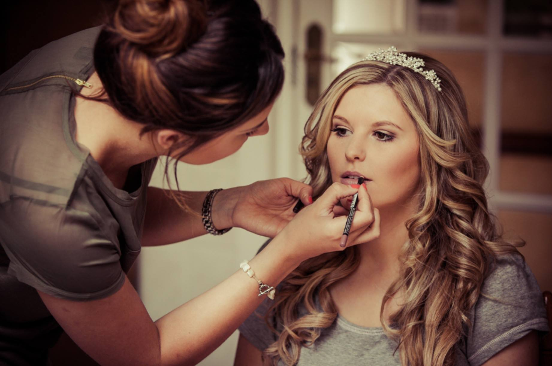 HAIR STYLIST & MAKE UP ARTIST